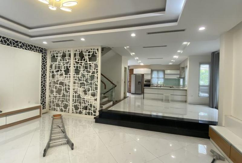 Furnished villa for rent Vinhomes Riverside in Hoa Sua nearby BIS