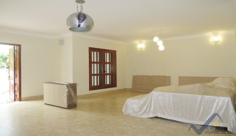 Furnished villa in Vinhomes Riverside for rent 5 beds