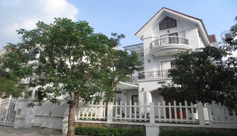 Furnished villa in Vinhomes Riverside for rent 5 beds