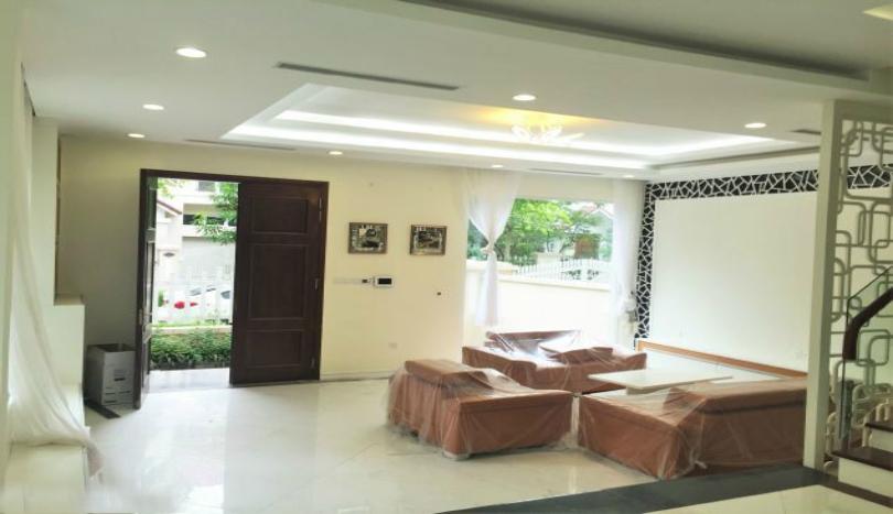 Furnished villa in Vinhomes Riverside Hanoi near BIS school garden