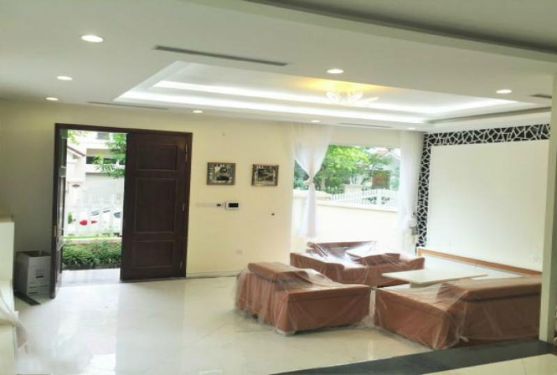 Furnished villa in Vinhomes Riverside Hanoi near BIS school garden