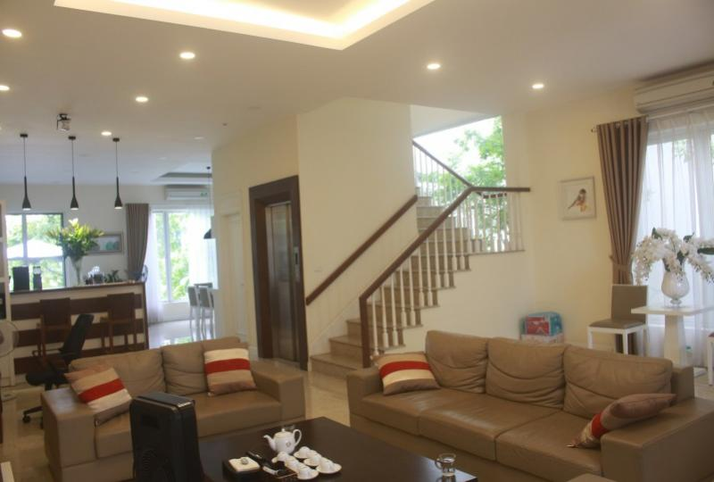 Furnished villa in Vinhomes Riverside with furnished and elevator