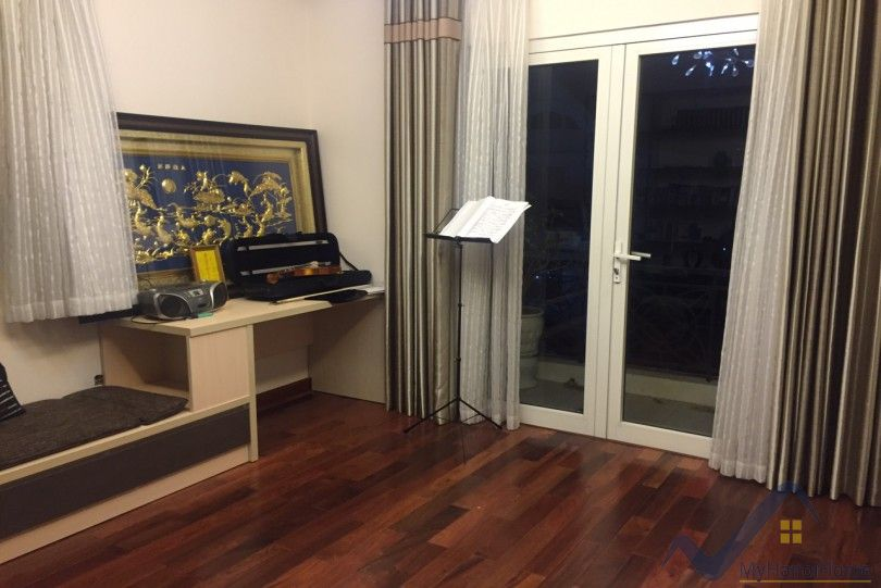 Furnished villa to rent in Vinhomes Riverside Hanoi with 3 bedrooms