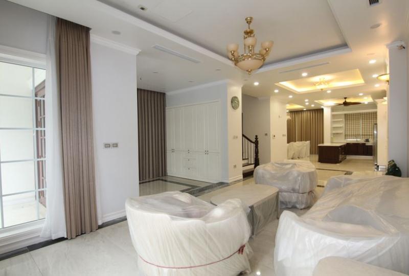 Furnished villa Vinhomes Riverside rental with 5 bedrooms