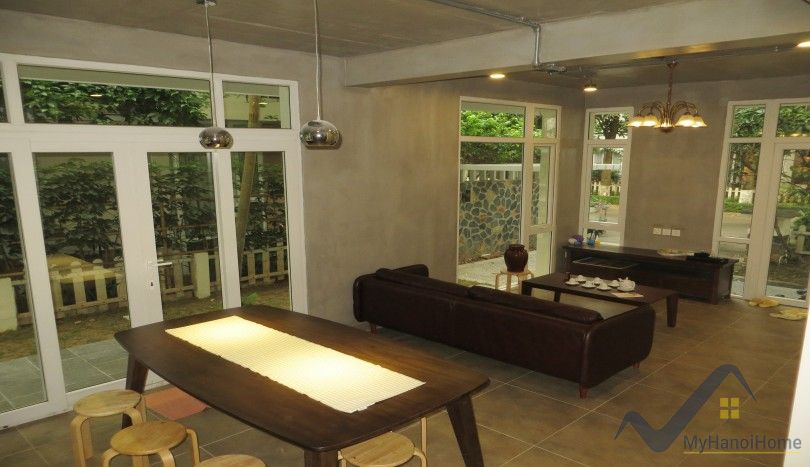 Garden and furnished villa for rent in Ecopark 3 bedrooms