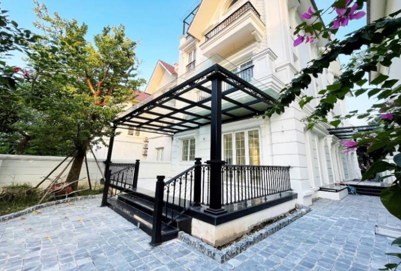 Garden detached villa in Vinhomes Riverside Hanoi close to Almaz