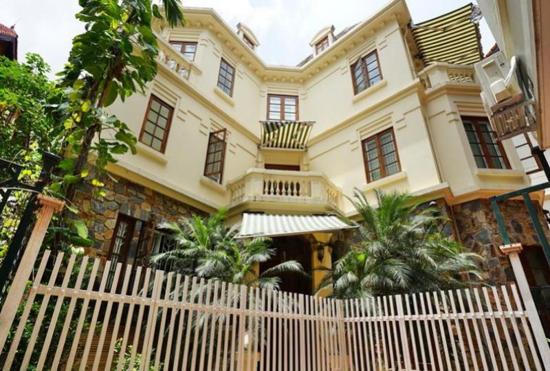 Garden villa in Tay Ho Westlake on To Ngoc Van street 5BR