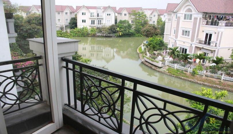 Garden Vinhomes Riverside house to let 4 bedrooms 4 bathrooms