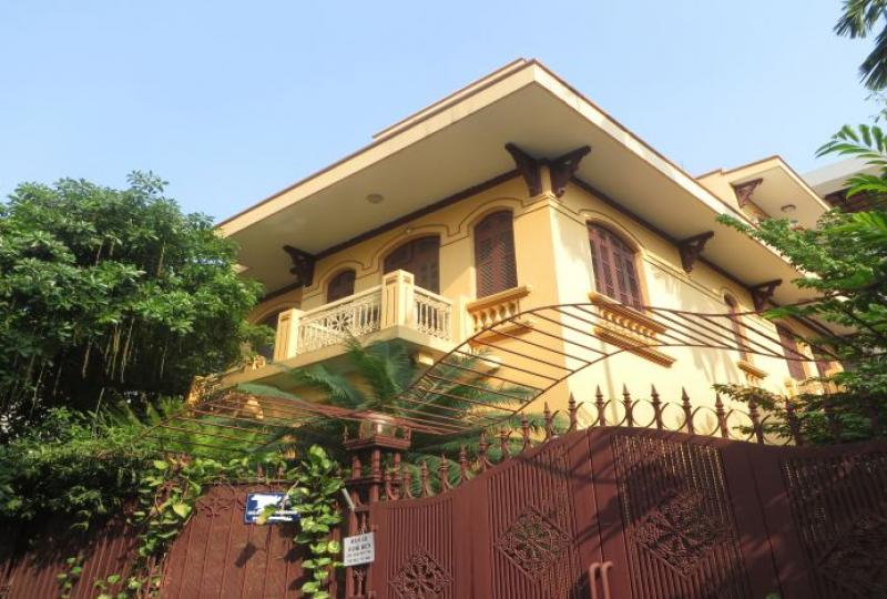 Garden with trees 3 bedroom house to rent in Tay Ho