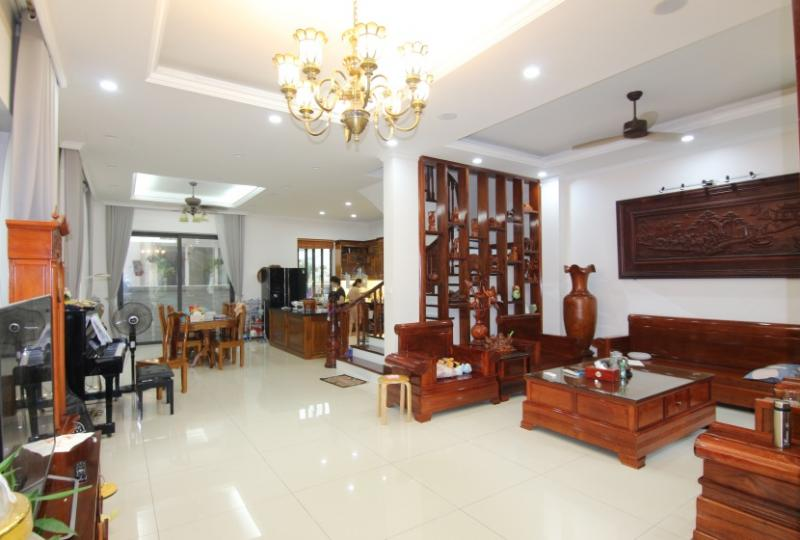Glamorous Vinhomes Riverside Hanoi villa with furnished