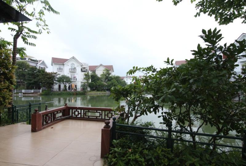 Hoa Phuong villa to lease in Vinhomes Riverside, elevator