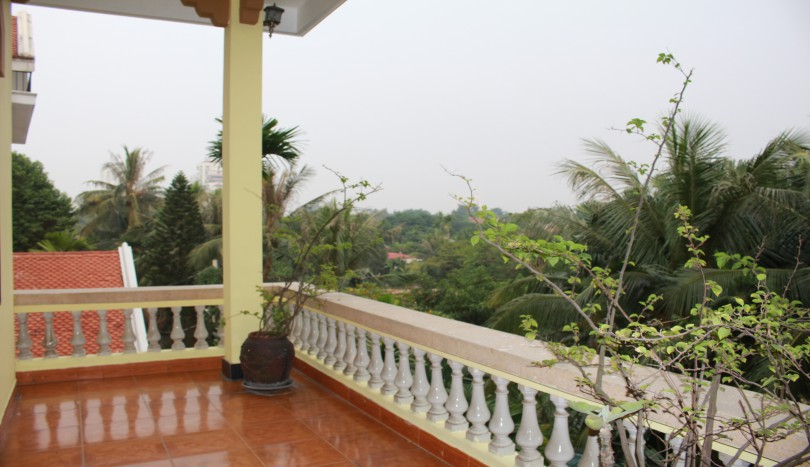 House in Dang Thai Mai area Tay Ho with four bedrooms