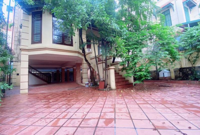 House in Tay Ho for rent with elevator 8 bedrooms