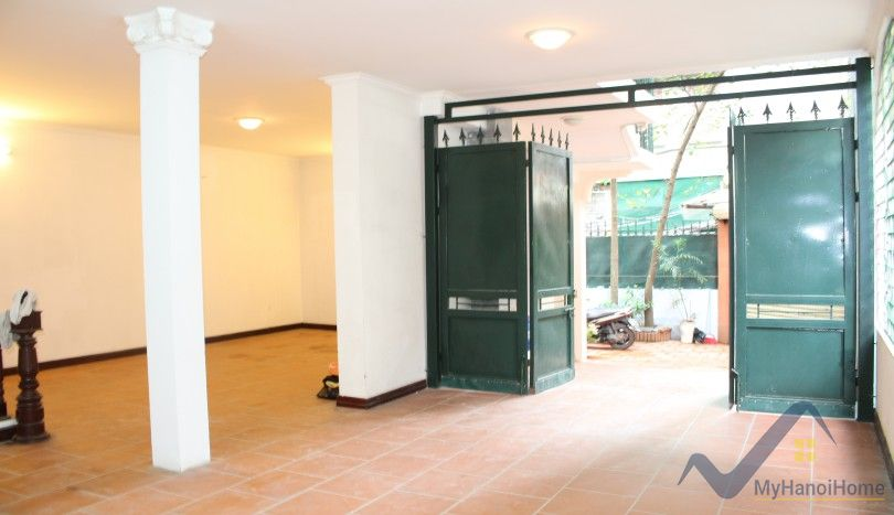 House in To Ngoc Van street Tay Ho for rent garage