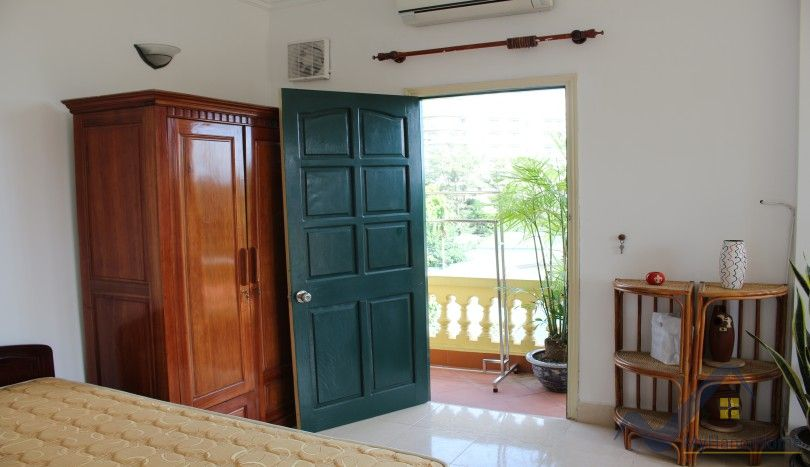 House to lease on Dang Thai Mai Tay Ho partly furnished