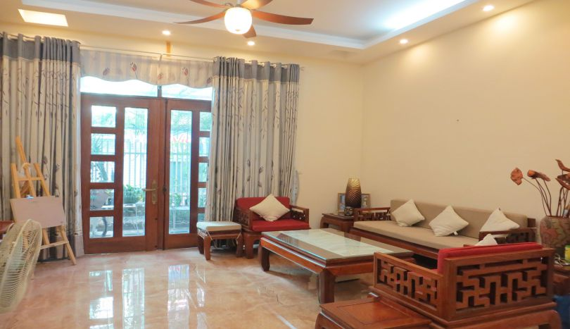 House to let in Au Co, Tay Ho of 5 bedrooms