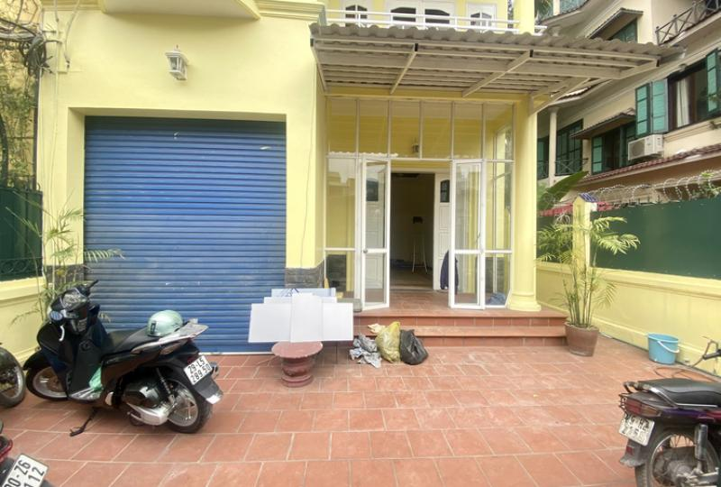House to rent in Tay Ho, Nghi Tam village, 3 bedrooms