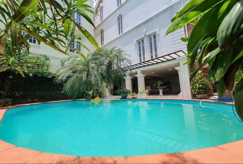 House to rent in Tay Ho on To Ngoc Van str with swimming pool