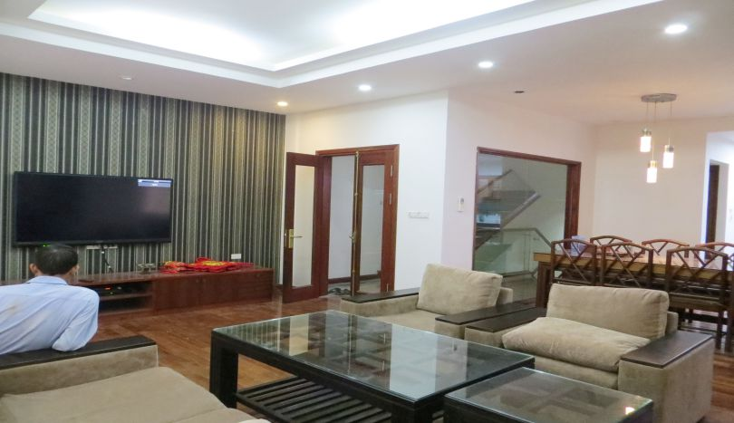 House with 4 bedrooms in Tay Ho for rent, Nghi Tam