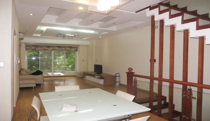 House with lake view in Tay Ho for rent, car parking
