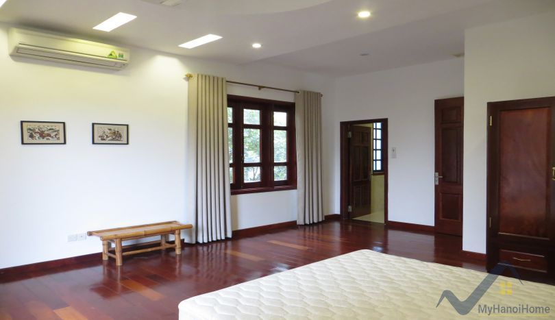 Huge garden 5 bedroom villa to rent in Tay Ho, Hanoi