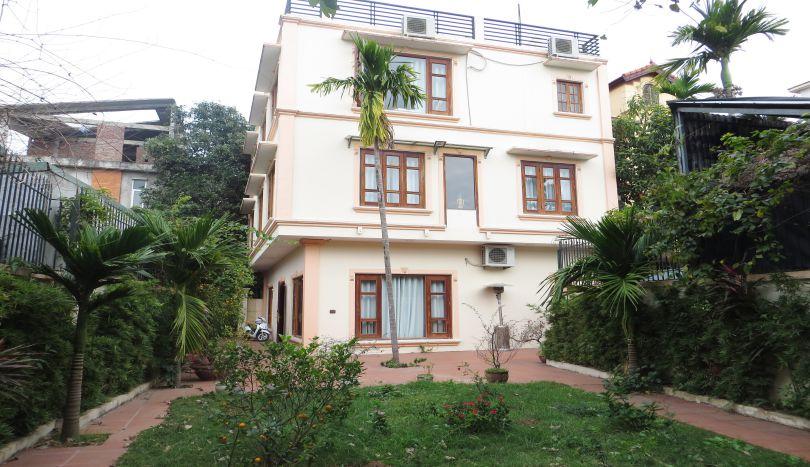 Huge garden 5 bedroom villa to rent in Tay Ho, Hanoi