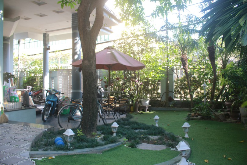 Huge garden house in Long Bien for rent with partly furnished