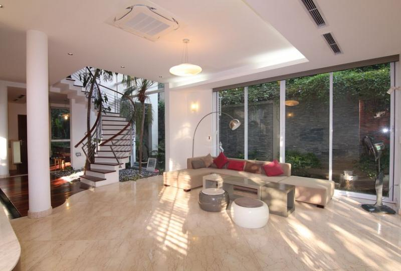 Huge garden house rental in Tay Ho with 4 bedrooms