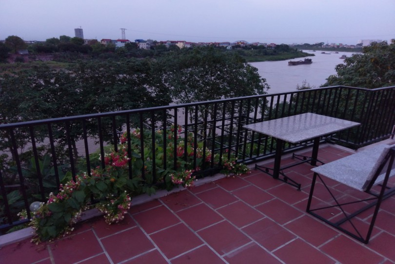 Huge garden house to rent in Ngoc Thuy Long Bien River view