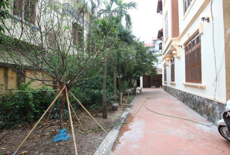 Huge garden unfurnished house to rent in Long Bien district 4 bedrooms