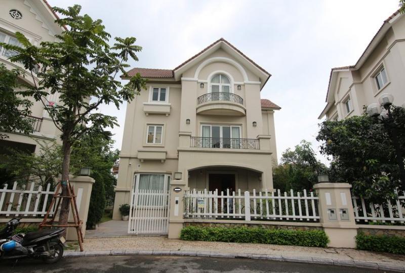 Huge garden villa for lease at Vinhomes Riverside furnished 4 beds