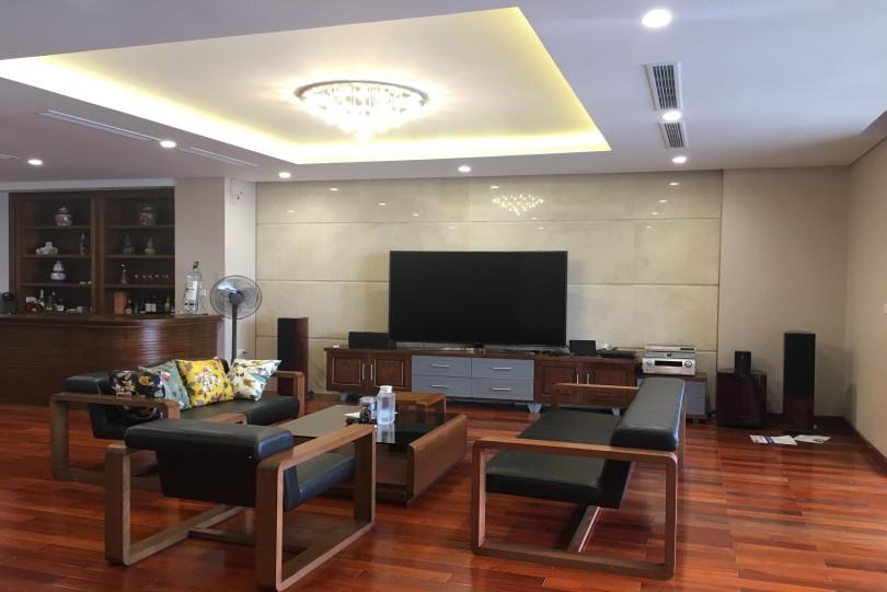 Huge luxury apartment in Mipec Long Bien with 3 bedrooms 330m2