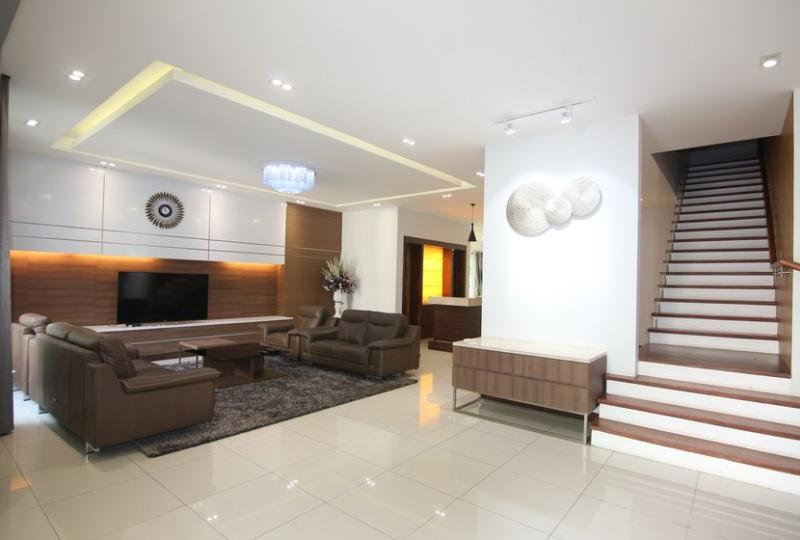 Villa in Vinhomes Long Bien to rent, luxurious furniture, riverside