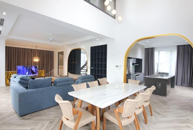 4 detached villa with riverside in Vinhomes Long Bien for rent