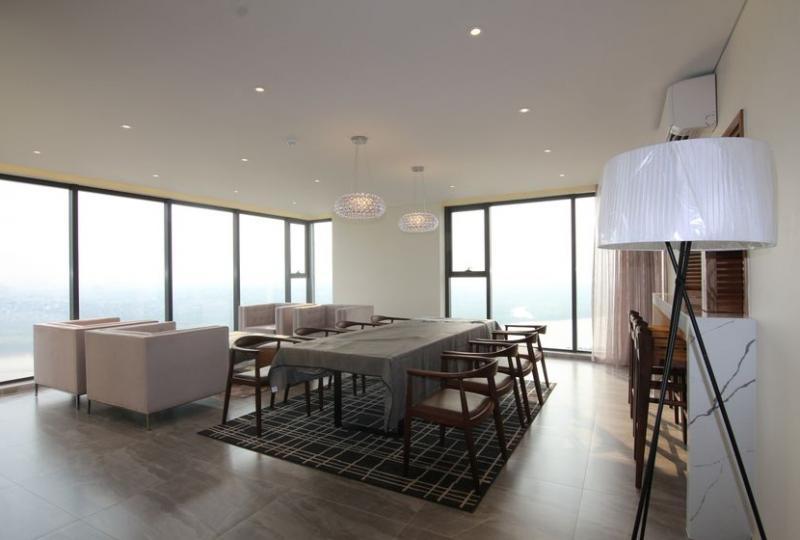 Corner 3 bedroom apartment for rent in Mipec Long Bien, furnished