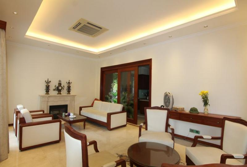 Beautiful villa to rent in Vinhomes Riverside, furnished 4 bedrooms