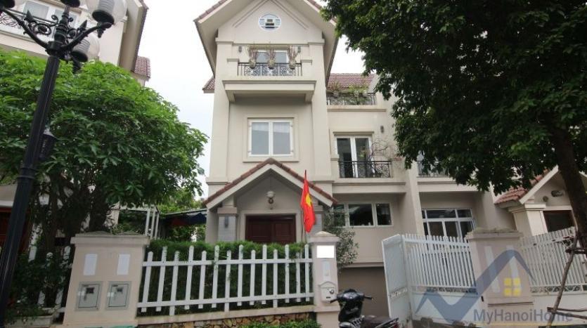 indoor-swimming-pool-vinhomes-riversie-villa-for-rent-with-4-beds-1