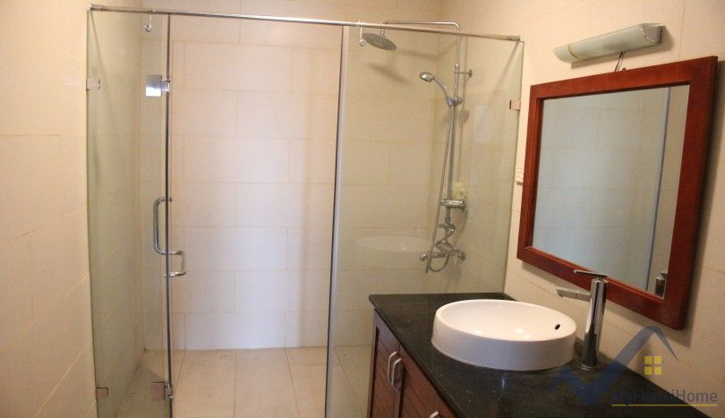 Lake front house rental in Tay Ho, Quang An street unfurnished