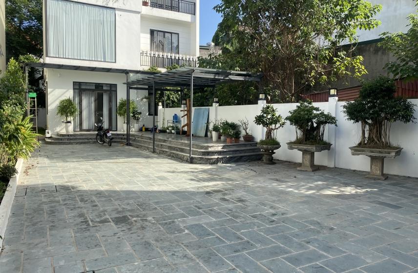 Lake side house rental in Ngoc Thuy street Long Bien