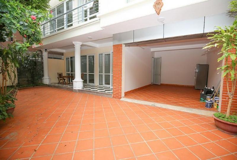Rent house Tay Ho on Dang Thai Mai street with car access