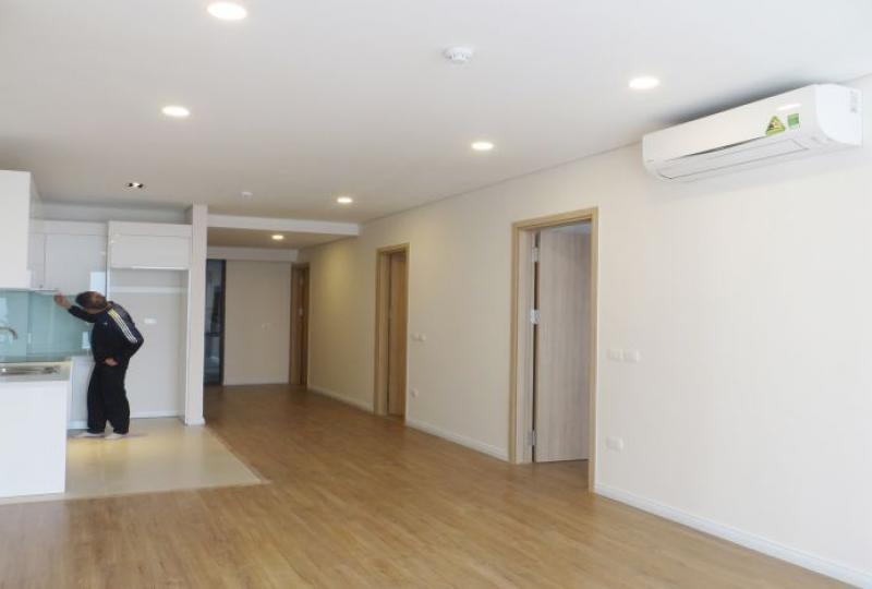 Lake view 2 bedroom apartment for rent in Mipec Riverside, Tower A