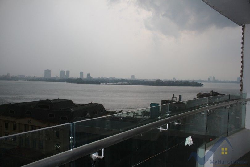 Lake view 3 bedroom apartment for lease in Watermark Hanoi