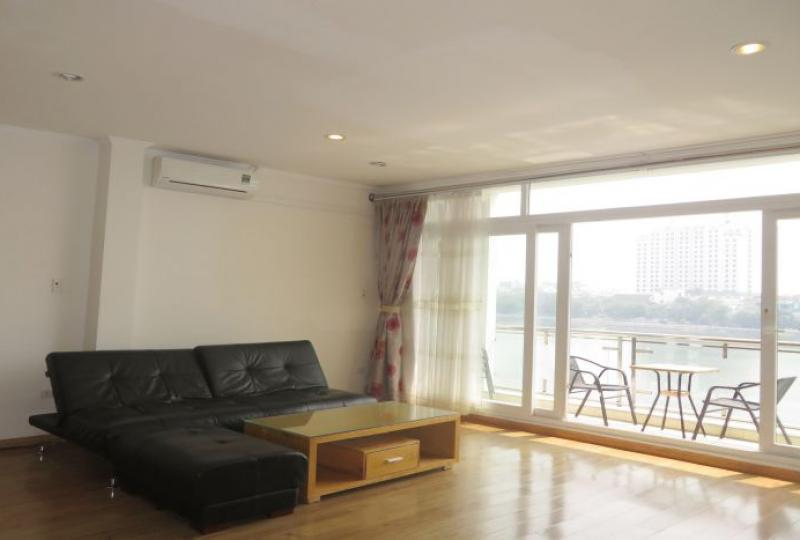Lake view 3 bedroom apartment in Tay Ho, spacious reception room