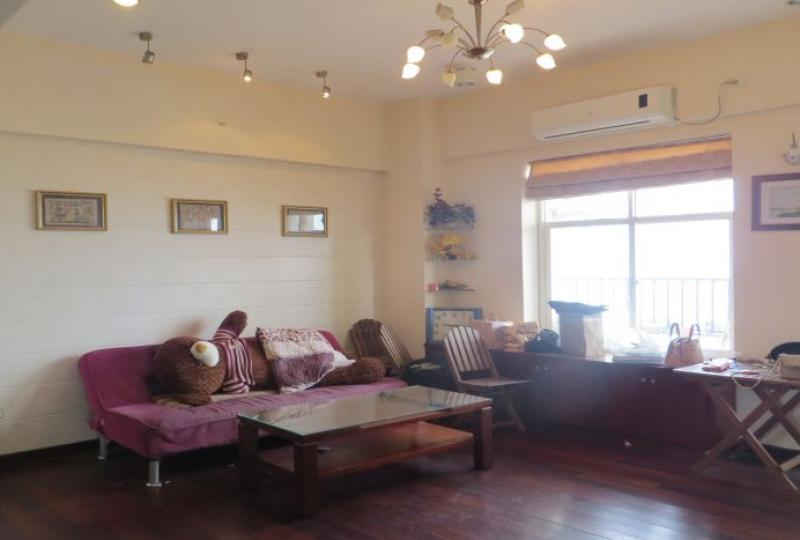 Lake view apartment for rent in Tay Ho, Lac Long Quan