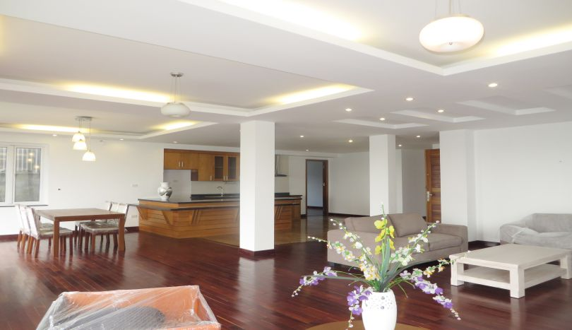 Lake view, balcony 3 bedroom apartment to rent in Tay Ho