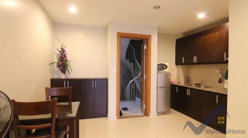 lake-view-renting-a-studio-apartment-in-truc-bach-hanoi-3