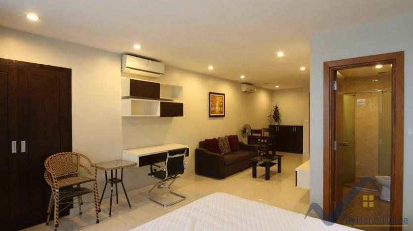 lake-view-renting-a-studio-apartment-in-truc-bach-hanoi-5
