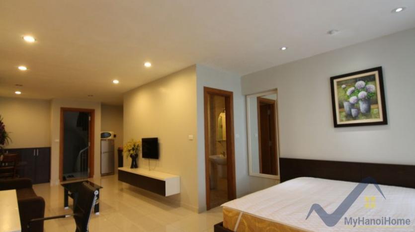 lake-view-renting-a-studio-apartment-in-truc-bach-hanoi-6