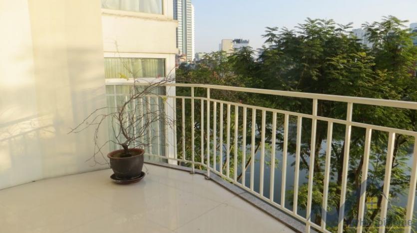 lake-view-renting-a-studio-apartment-in-truc-bach-hanoi-8