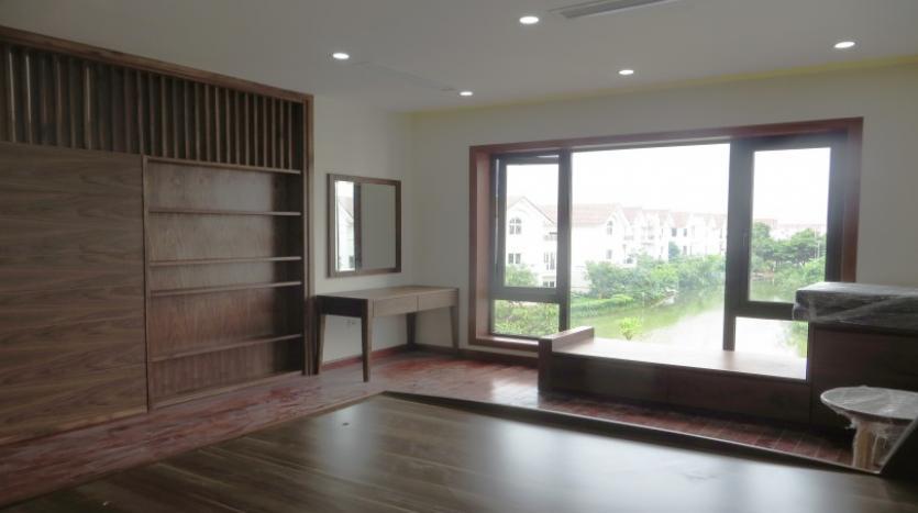 large-garden-detached-villa-for-rent-in-vinhomes-riverside-9